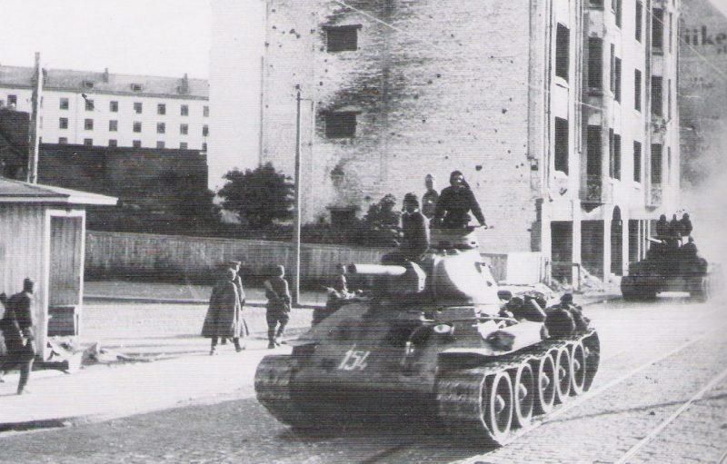 Танки Ленинградского фронта в наступлении.
