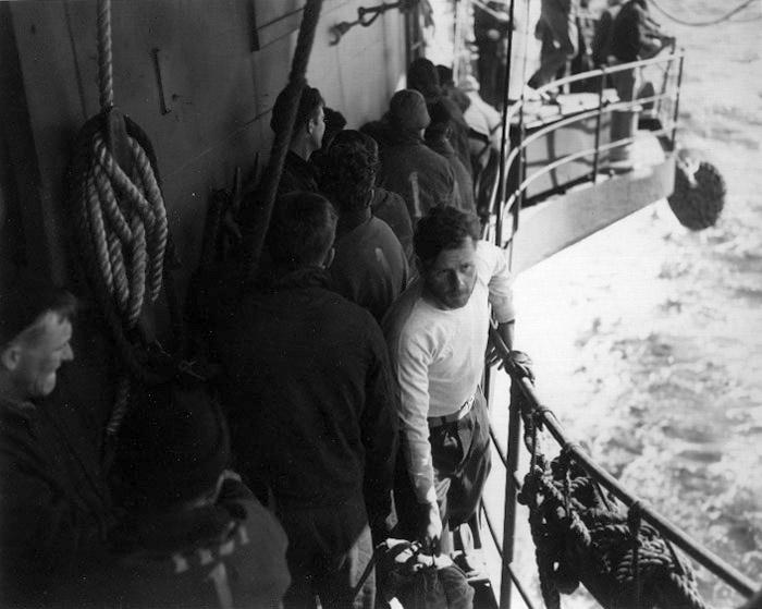 Экипажа U-546 в плену.