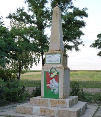 с. Андреевка Синельниковского р-на. Памятный знак погибшим воинам.