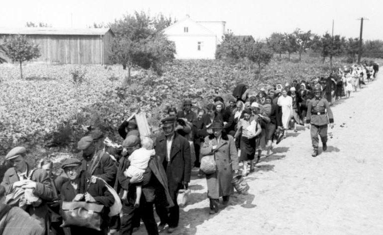 Депортация гражданского населения Варшавы.