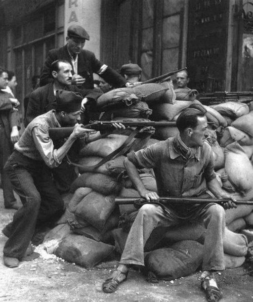 Парижане вовремя восстания.