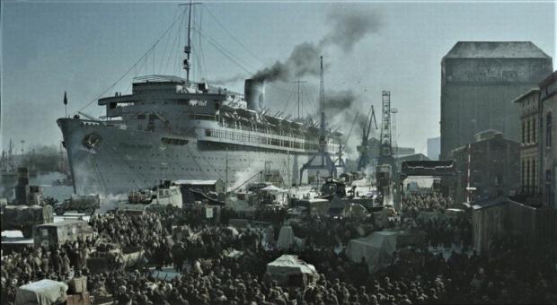 Погрузка беженцев на корабль «Вильгельм Густлофф».
