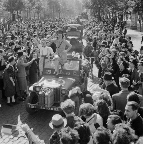 1-я бельгийская пехотная бригада входит в освобождённый Брюссель. 4 сентября 1944 года.