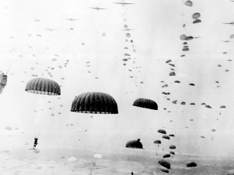 Высадка парашютистов 101-й воздушно-десантной дивизии Союзников.