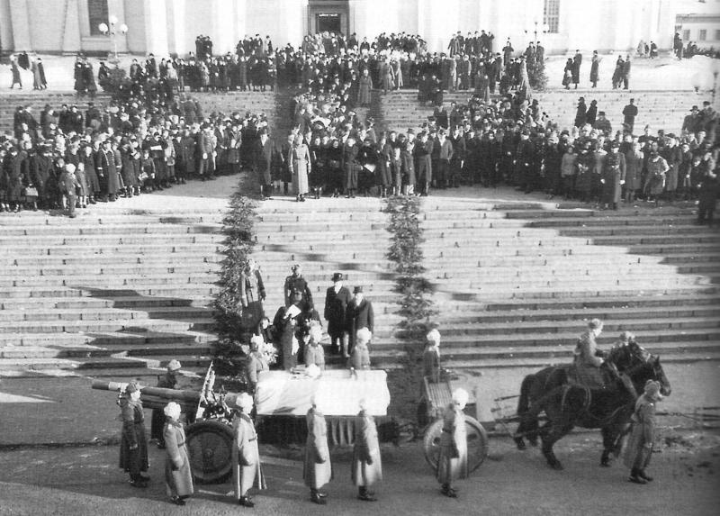 Похороны Густава Маннергейма. Траурный парад в Хельсинки 4 февраля 1951 года.