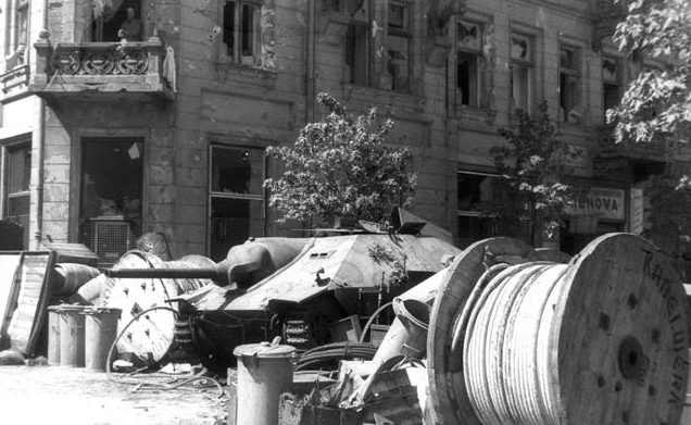 Захваченная повстанцами самоходка «Хетцер».