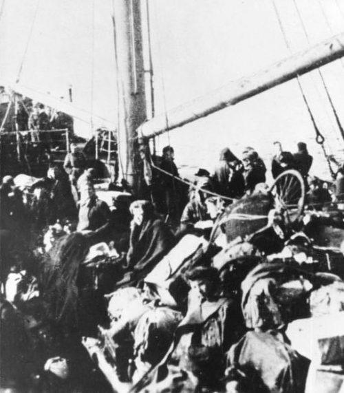 Беженцы на корабле возле Пиллау.