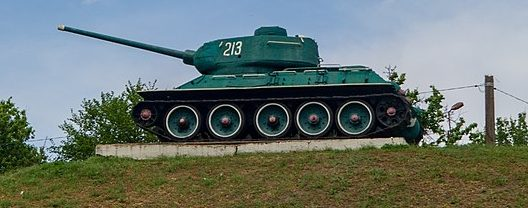 п. Лысянка. Памятник-танк советским танкистам.