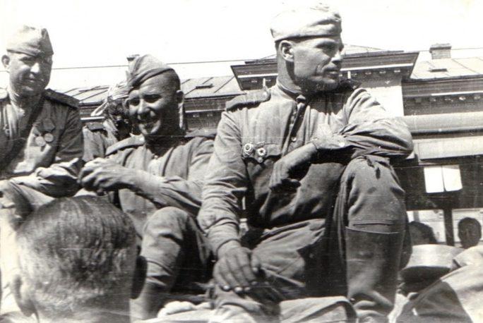 Советские солдаты в Бухаресте.