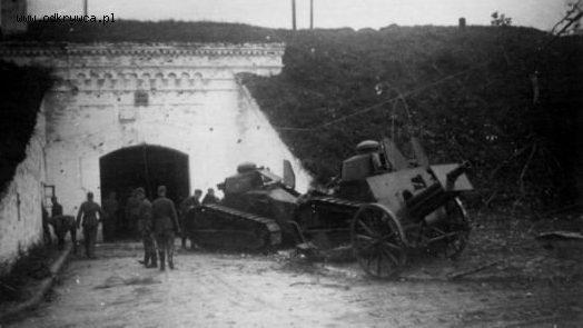 Захваченные польские танки FT-17 немецкими войсками. 16 сентября 1941 г.