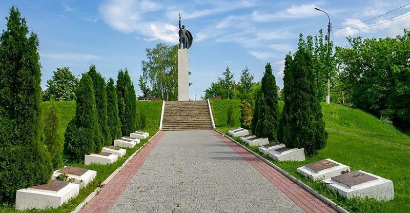 п. Лысянка. Памятник воинам-односельчанам на холме Славы.