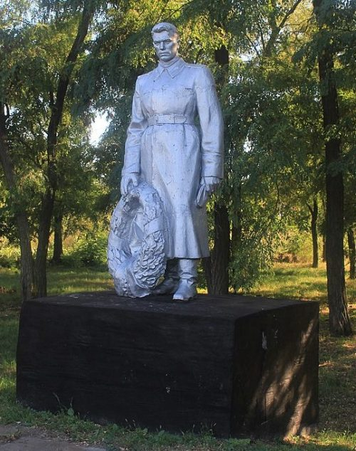 с. Вороновка Городищенского р-на. Памятник, установленный на братской могиле советских воинов.