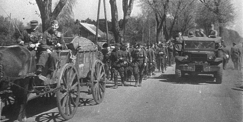Колонна немецких военнопленных.