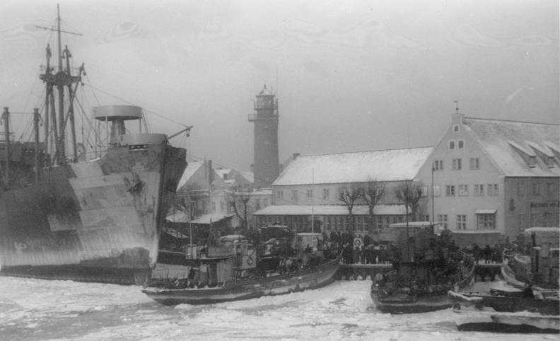 Эвакуация немцев из Пилау. Октябрь 1944 г.