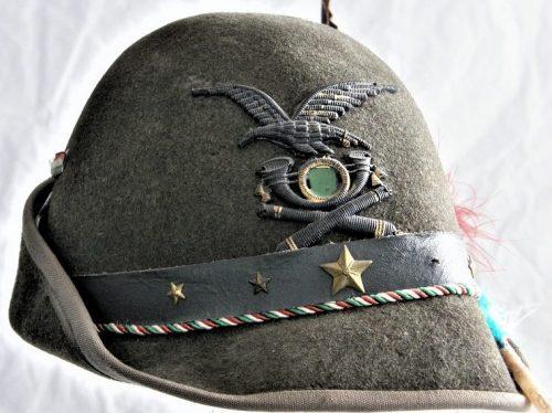 Шляпа альпийских стрелков.