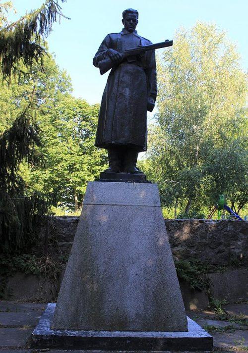 с. Жаботин Каменского р-на. Памятник, установленный на братской могиле воинов, погибших в боях за село.