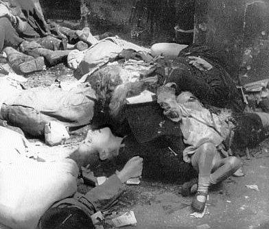 Польские гражданские лица, убитые войсками СС в ходе подавления Варшавского восстания.