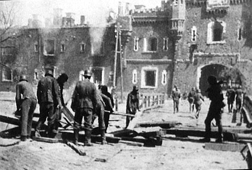 Немецкие войска в захваченной крепости. 16 сентября 1941 г.