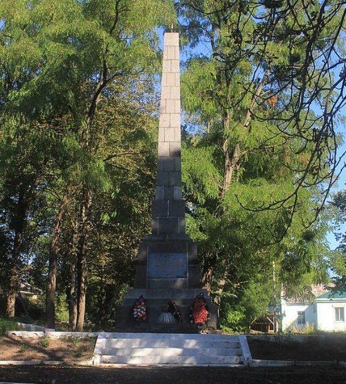 с. Вязивок Городищенского р-на. Памятник воинам-односельчанам.