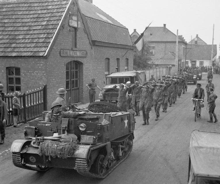 Немецкие солдаты, захваченные в плен.