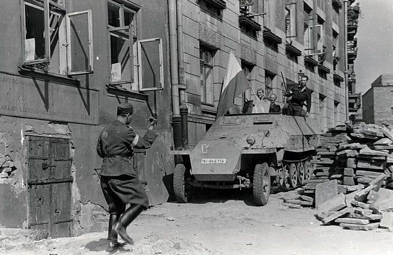 Улица Варшавы во время восстания.