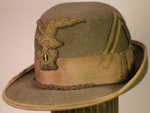 Шляпа офицера альпийских стрелков.