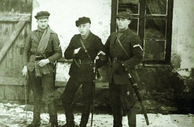 Повстанцы на улицах Каунаса. 23 июня 1941 г.