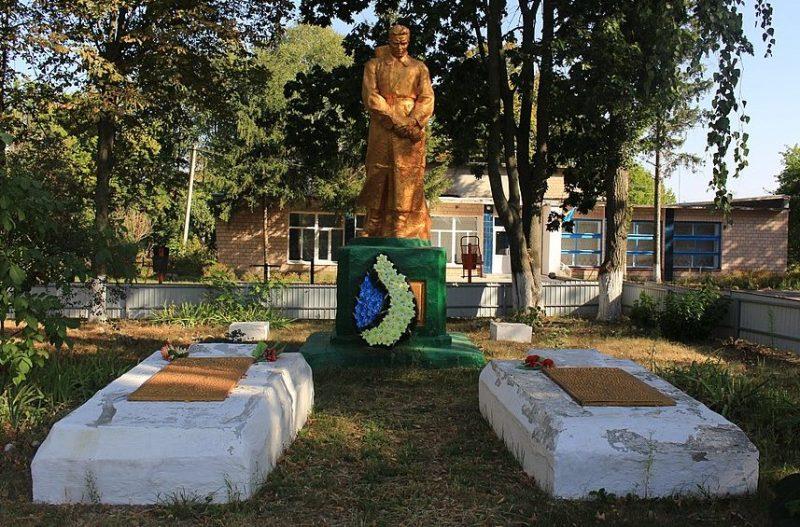 с. Кохановка Каменского р-на. Памятник, установленный на братской могиле советских воинов.