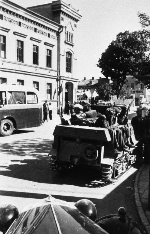 Литовские повстанцы в Каунасе. 25 июня 1941 г.