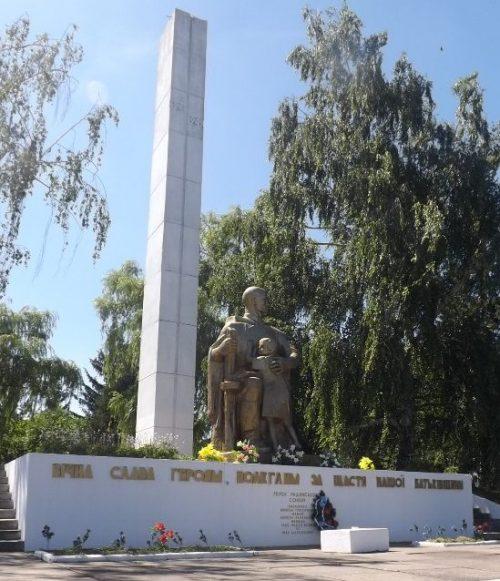 Центральный монумент на мемориале.