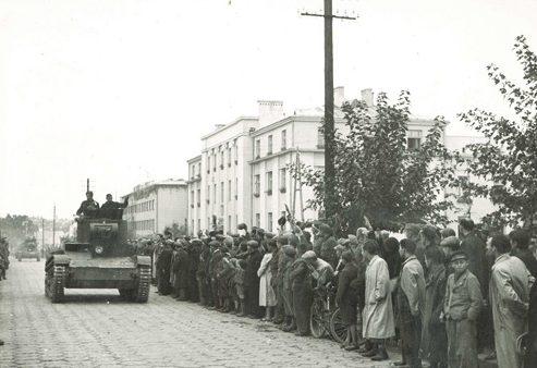 Торжественное прохождение военной техники на церемонии. 22 сентября 1939 года.