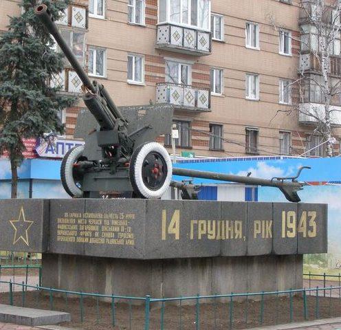 г. Черкассы. Памятный знак в честь 25-летия освобождения города.