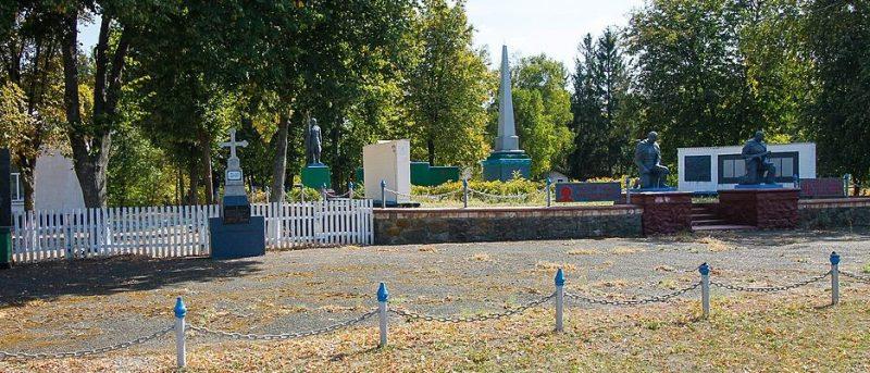 с. Лузановка Каменского р-на. Мемориал в честь советских воинов и односельчан.