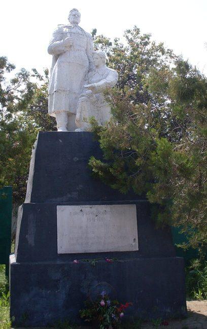 с. Зайцево Синельниковского р-на Памятник погибшим односельчанам.