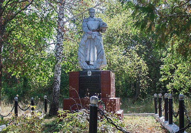 с. Кислин Маньковского р-на. Памятник, установленный на братской могиле советских воинов.