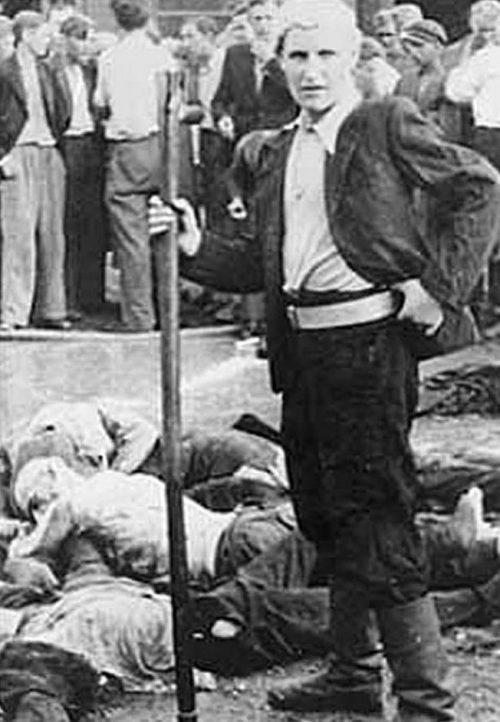 Один из убийц во время погрома в Гараже «Летукис». 26 июня 1941 г.