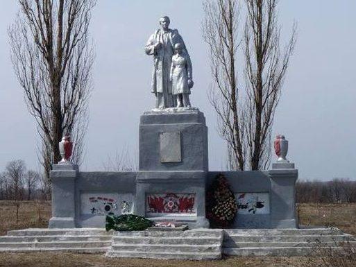 с. Миролюбовка Синельниковского р-на. Памятник погибшим односельчанам.