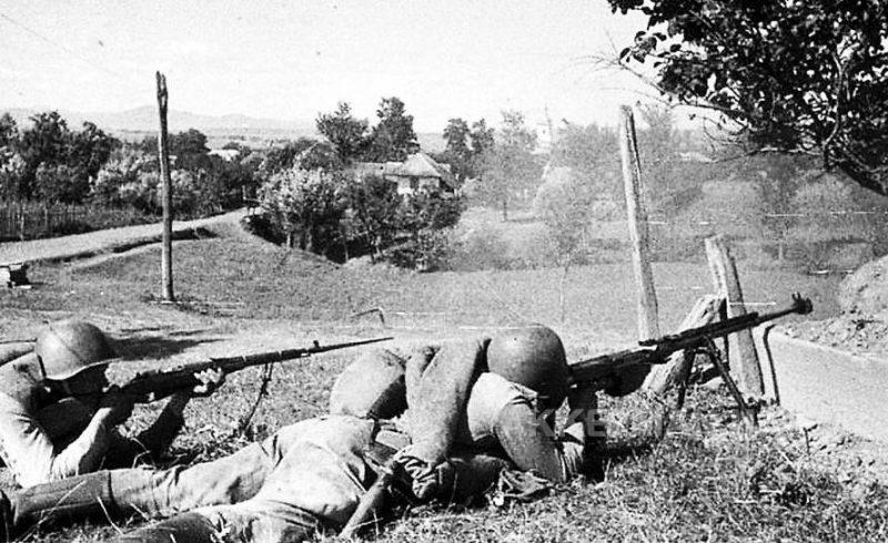Десантники в бою Август 1944 г.