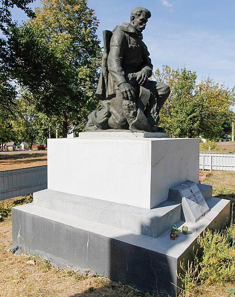 с. Телепино Каменского р-на. Памятник советским воинам.