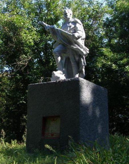 с. Миролюбовка Синельниковского р-на. Памятник, установленный на братской могиле воинов, погибших в боях за село.
