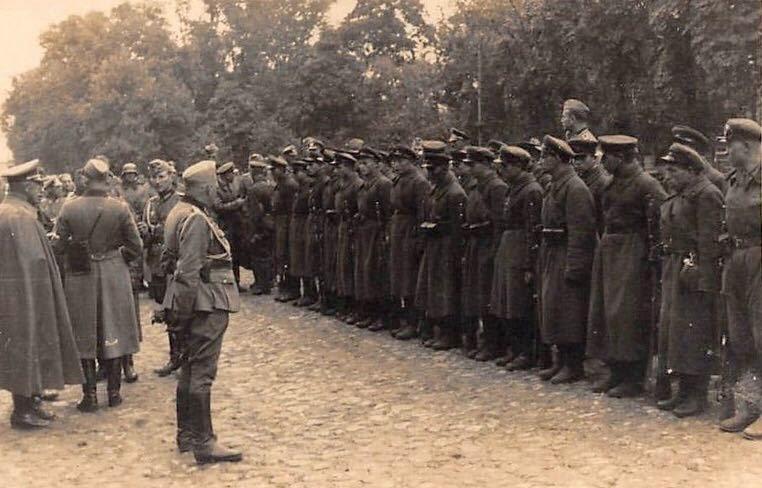 Советские и немецкие войска на церемонии. 22 сентября 1939 года.