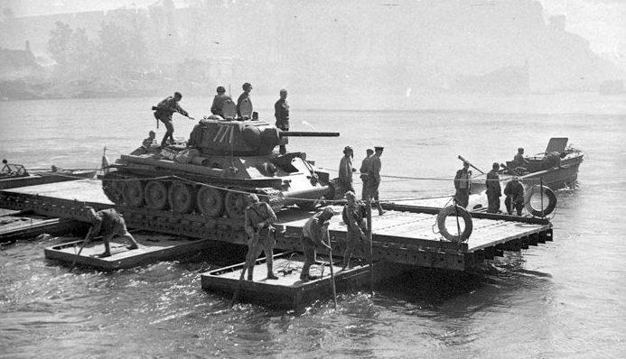 Форсирование реки Нарва советскими войсками. Июль 1944 г.