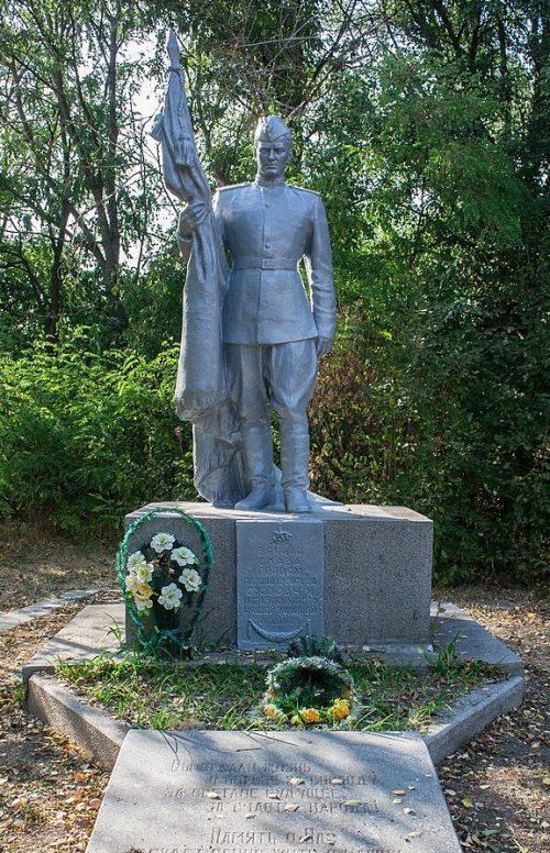 с. Малая Маньковка Маньковского р-на. Памятник, установленный на братской могиле советских воинов.