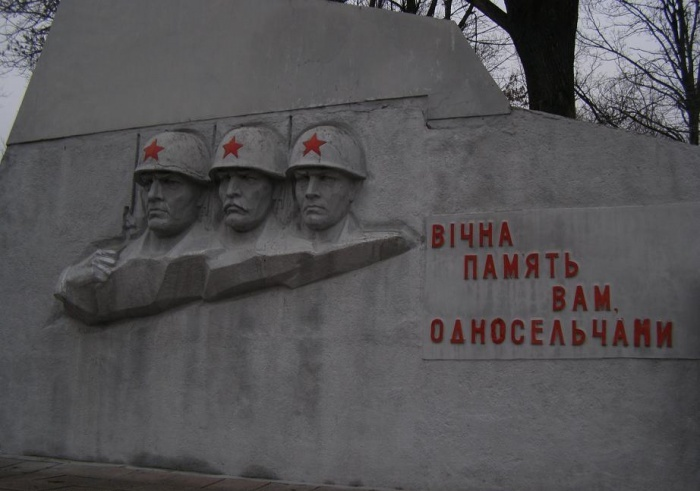 Барельеф на мемориале.