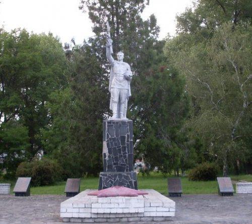 с. Новогнедое Синельниковского р-на. Памятник погибшим односельчанам.