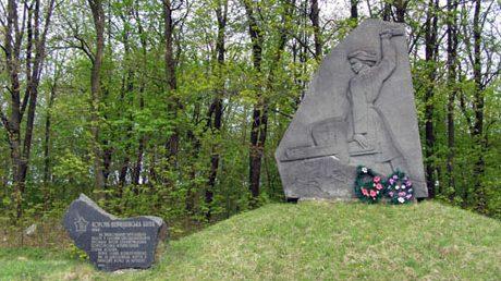 с. Ольшаны Городищенского р-на. Памятник советским воинам.