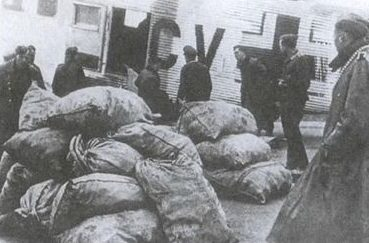 Доставка грузов в «котел». Март 1945 г.