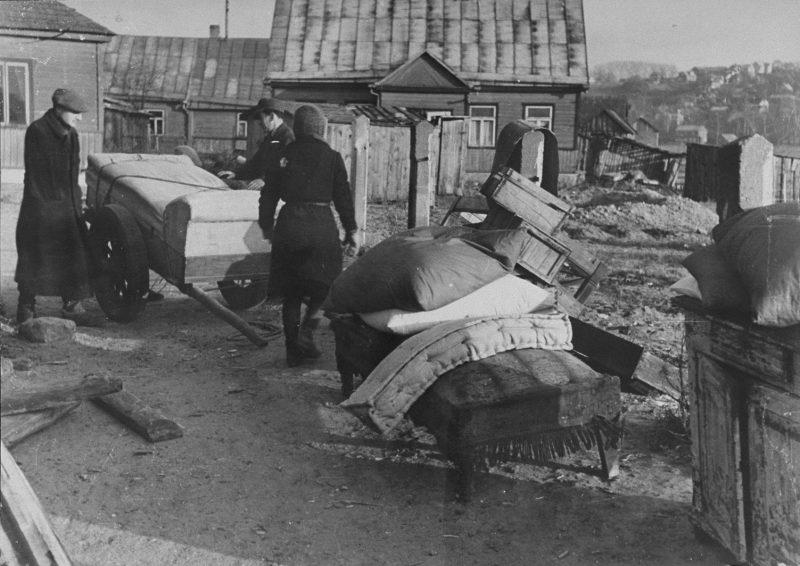 Евреев переселяют в Ковенское гетто. 1941 г.