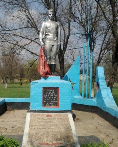 с. Ордо-Васильевка Софиевского р-на. Памятник, установленный на братской могиле, в которой похоронено 6 советских воинов, погибших в боях за село.