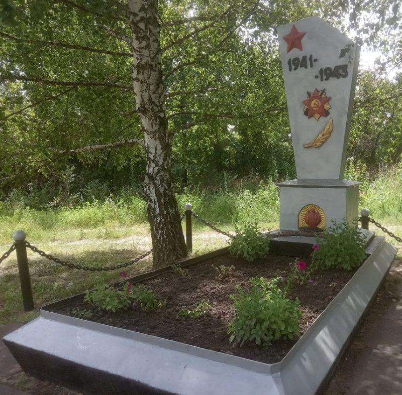 с. Парное Синельниковского р-на. Братская могила советских воинов.